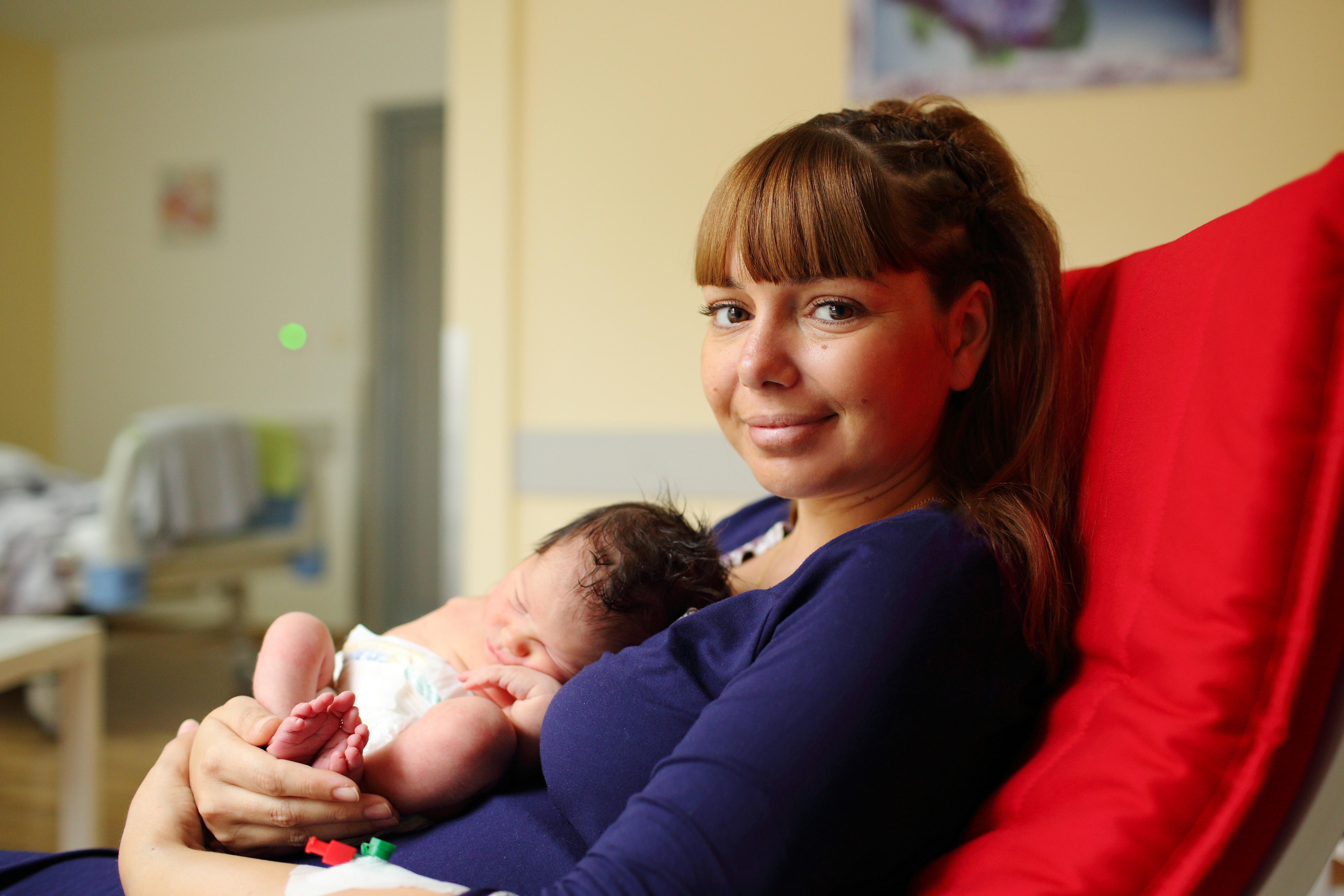 Декември - Мама Величка и бебе Надежда