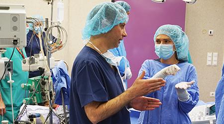 """Проф. Никола Персико консултира вътреутробна операция в Медицински комплекс """"Д-р Щерев"""""""